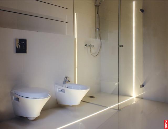 Bathroom - modern bathroom idea in St Louis