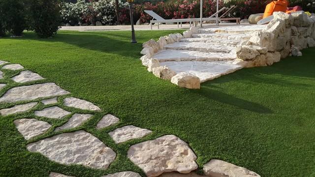 Giardino in erba sintetica - Villa con piscina - In Campagna - Altro ...