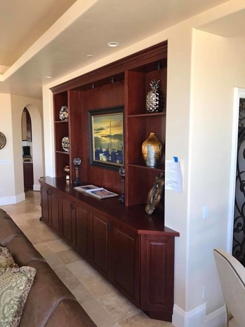 Example of a classic living room design in Orange County