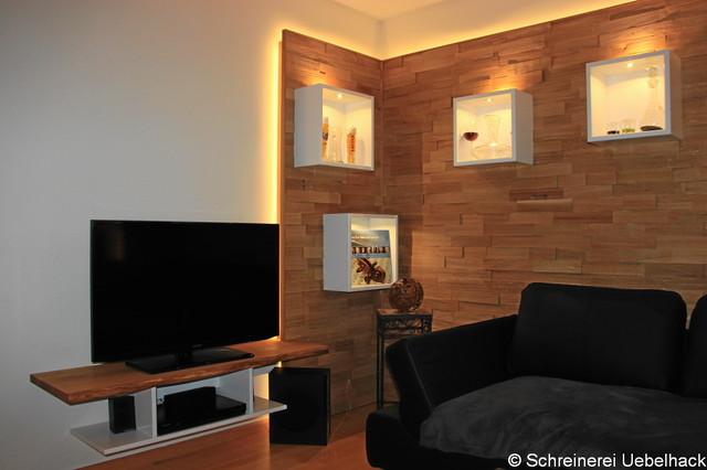 Wohnzimmer mit wandverkleidung in spaltholz eiche modern hamburg von schreinerei uebelhack - Wandverkleidung wohnzimmer ...
