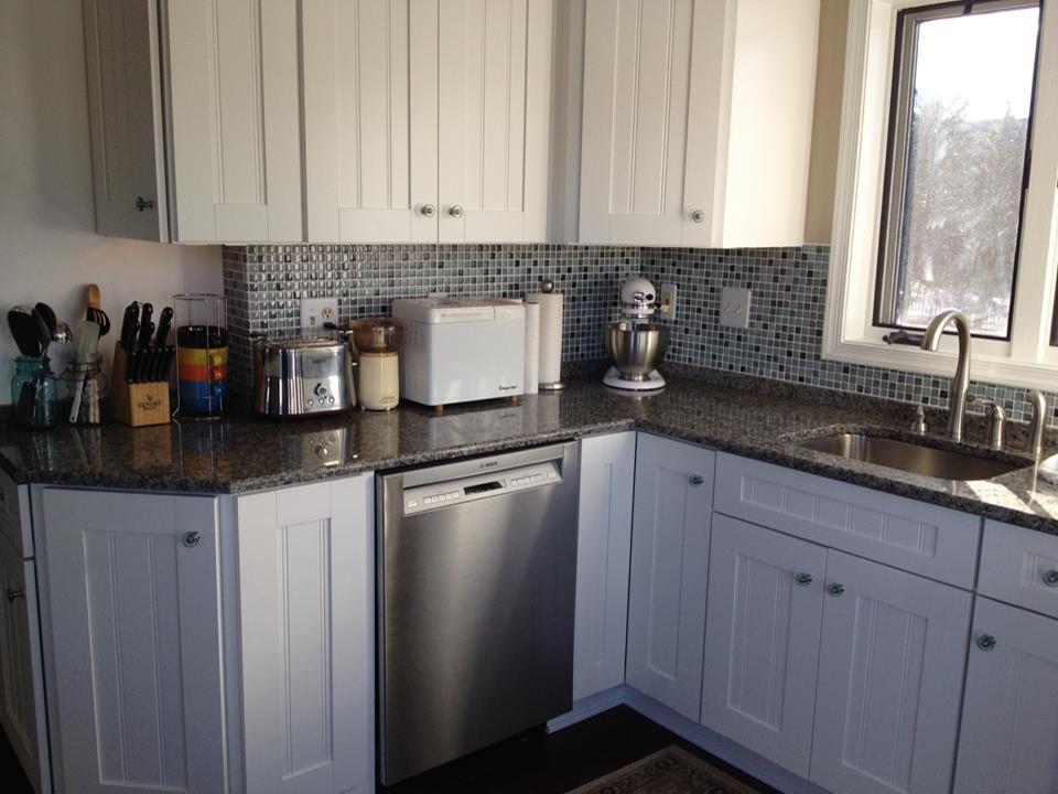 Trendy kitchen photo in DC Metro