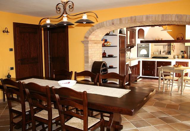 Cucina e soggiorno in tavernetta for Arredare taverna