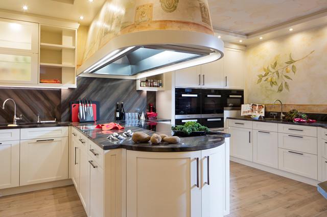 Landhausküche Im Modern Mediterranen Stil