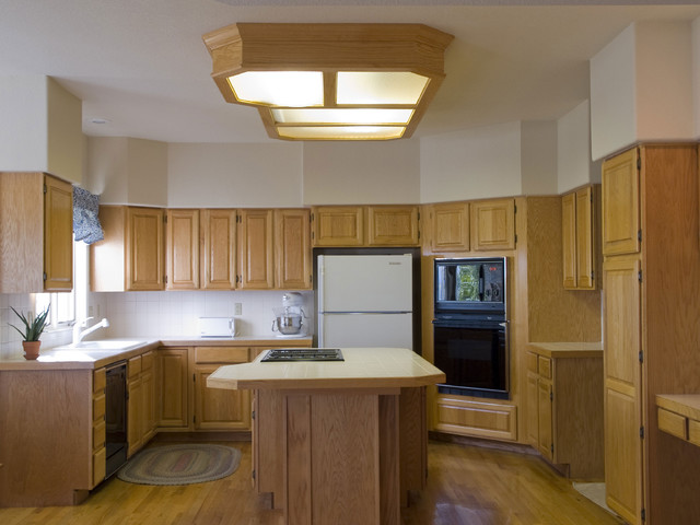 Traditional Kitchen Design With Blonde Wood Traditional