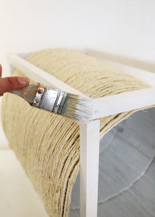 DIY : Fabriquez une cabane pour votre chat avec griffoir intégré