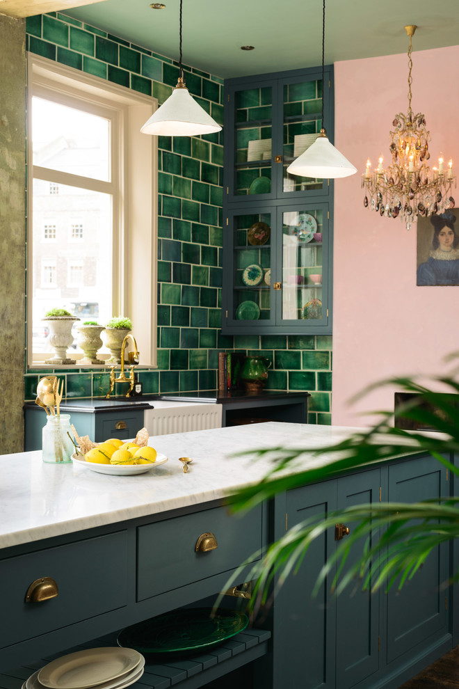Example of an eclectic home design design in London