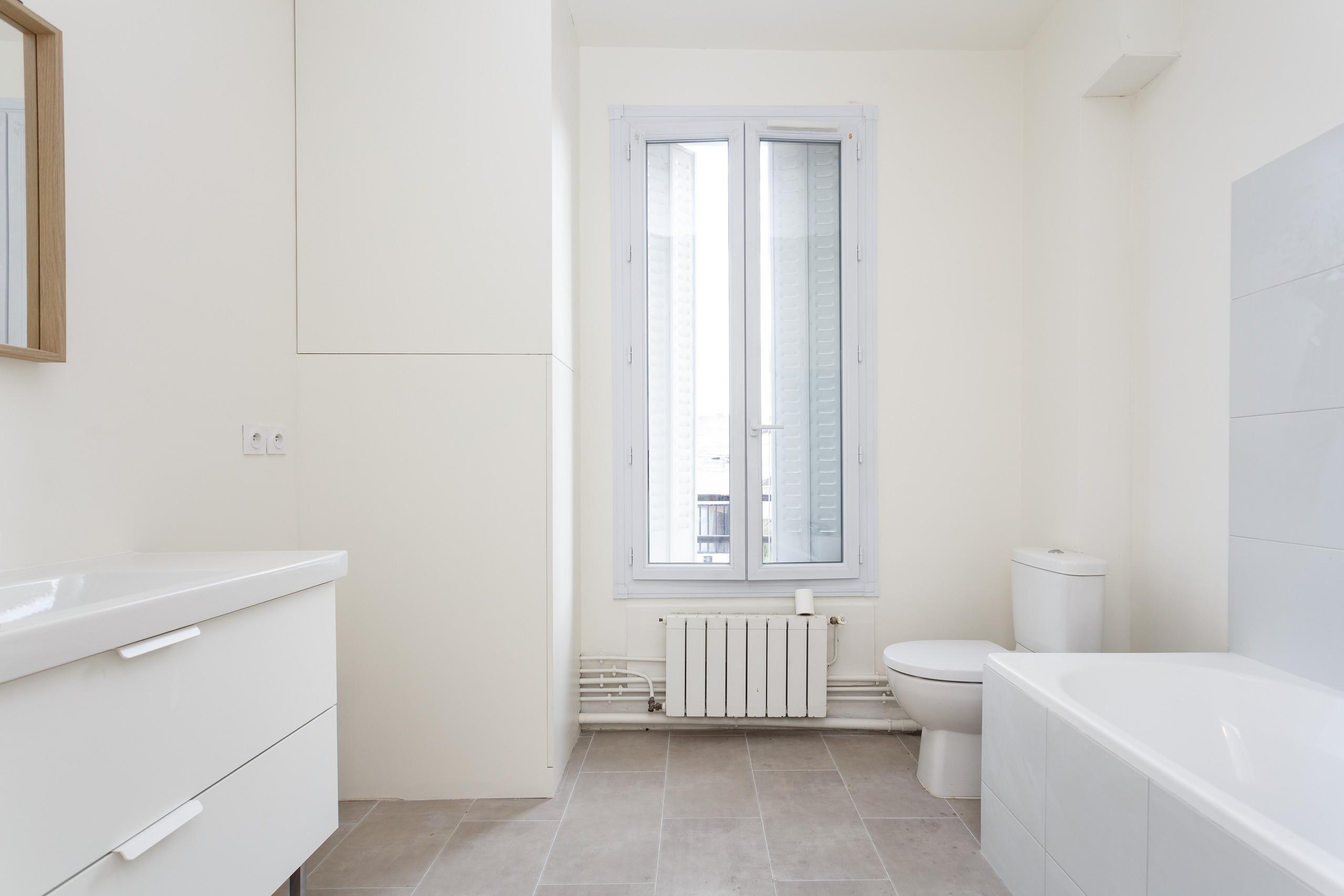 L'espace salle de bains avant travaux