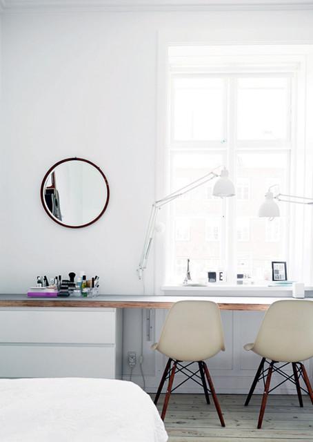 Workspace by the window. Home of architect Friederike Faller. skandinavisk-arbetsrum