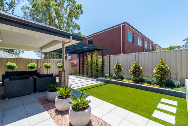 The settlement modern adelaide by enticescapes for Courtyard home designs adelaide