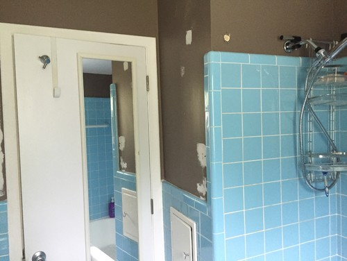 Vintage Blue Tile In Bathroom...what Color To Paint Walls?