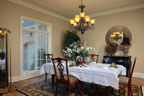 Mt. Isle Estates traditional dining room
