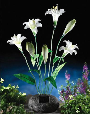 Solar Lily Bouquet Garden Statue