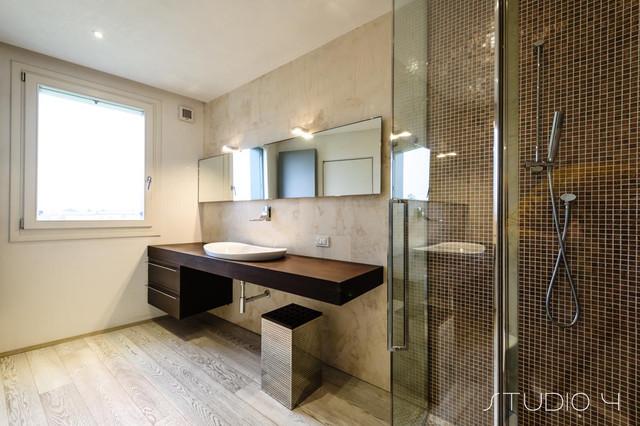 Interiors contemporaneo stanza da bagno venezia di - Bagno contemporaneo ...