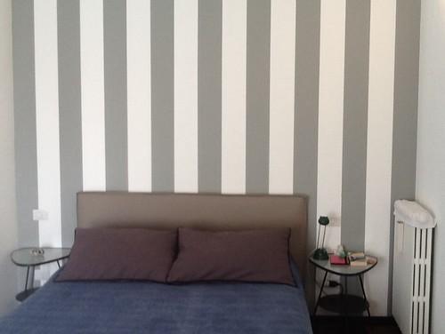 Parete Letto A Righe : Errore camera da letto parete