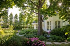 A Magical Australian Garden With Room to Explore
