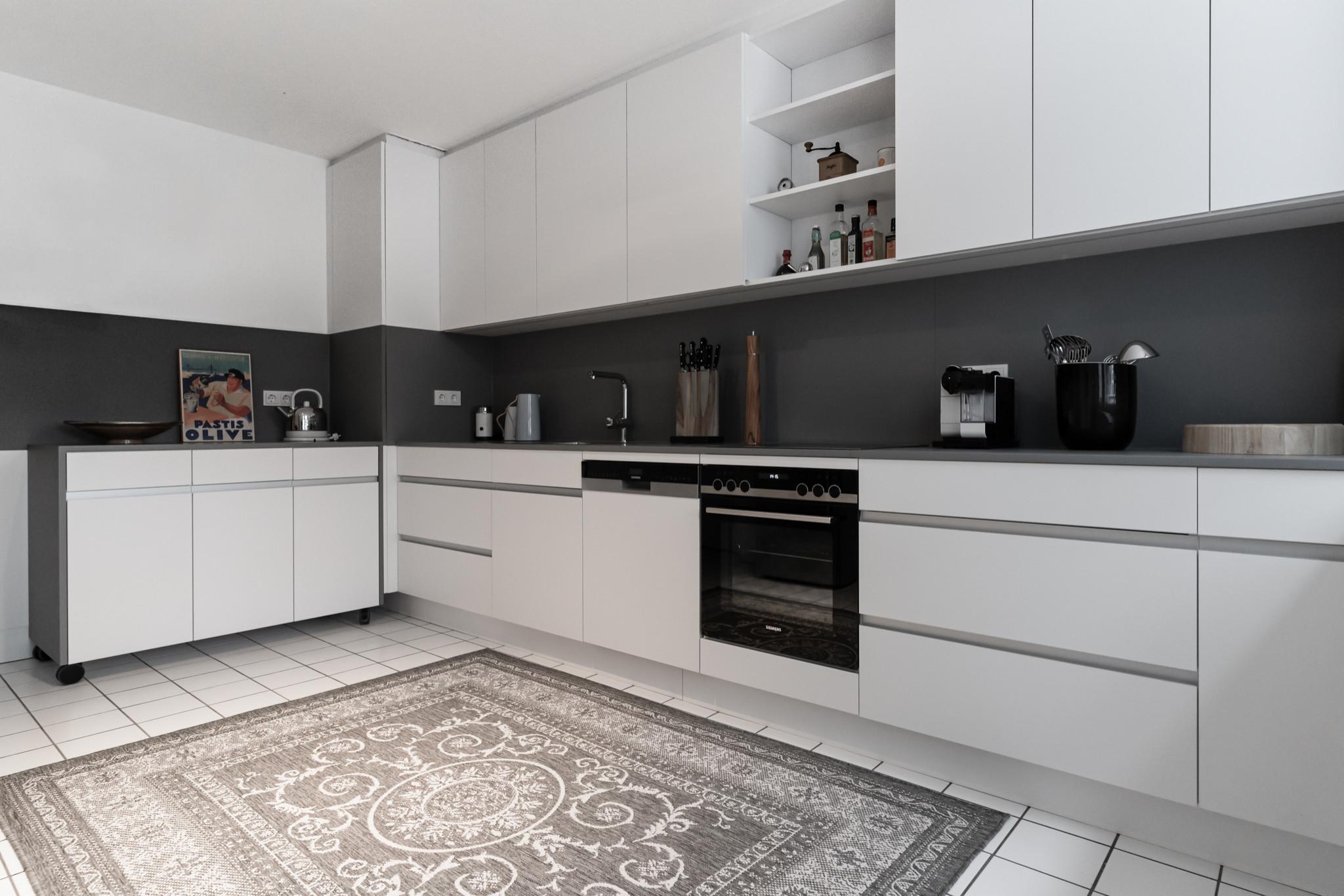 BHS65 - Einbauküche + Badmöbel