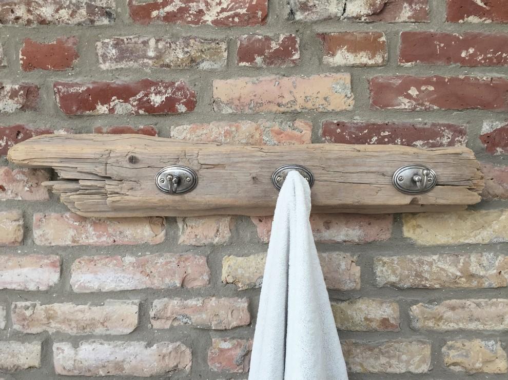 Bodensee Treibholz als simple Hakenleiste für Handtücher