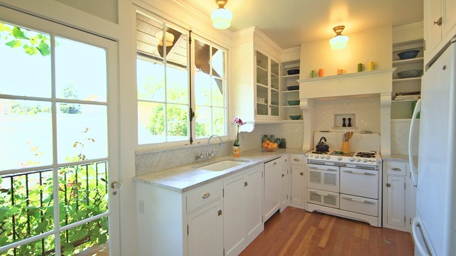 Houzz Tv A Just Right Kitchen With Vintage Style
