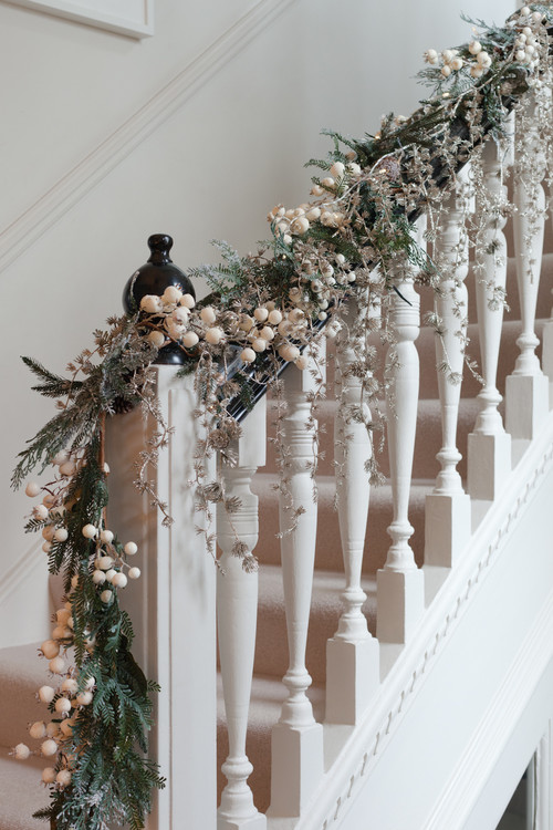 Different ways to attach garland to a staircase for Hanging garland on staircase