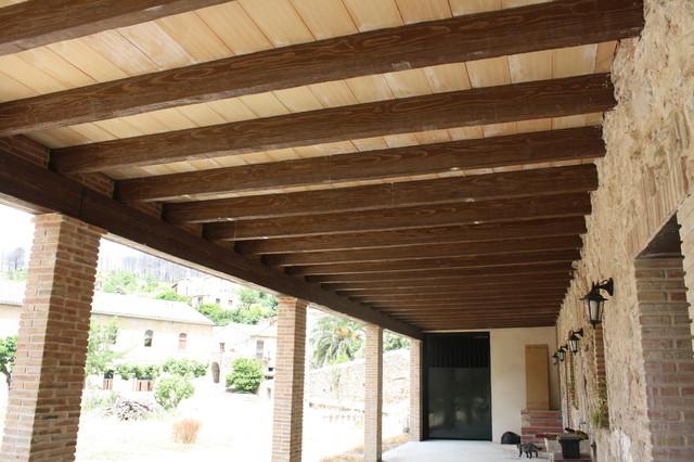 Porche r stico vigas hormig n imitaci n madera y cer mca for Tejado de madera o hormigon