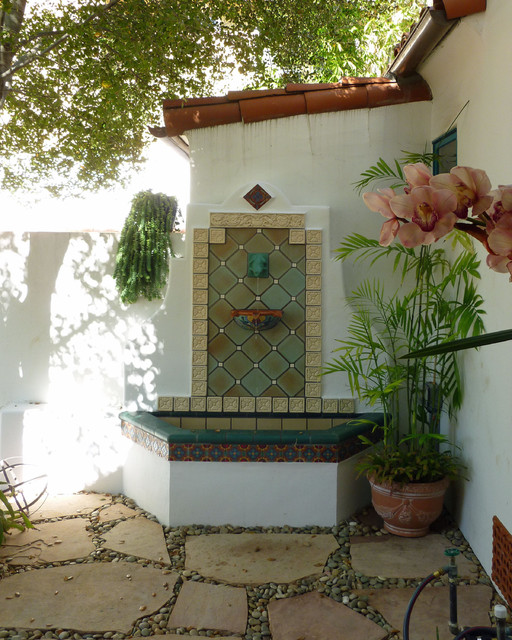 Mediterranean Style Home For Sale In Phoenix S Famed: Tiled Wall Fountain