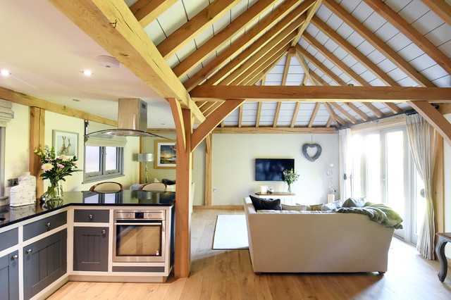 Houzz Tour: Oak and Natural Light Warm Up an English Cottage
