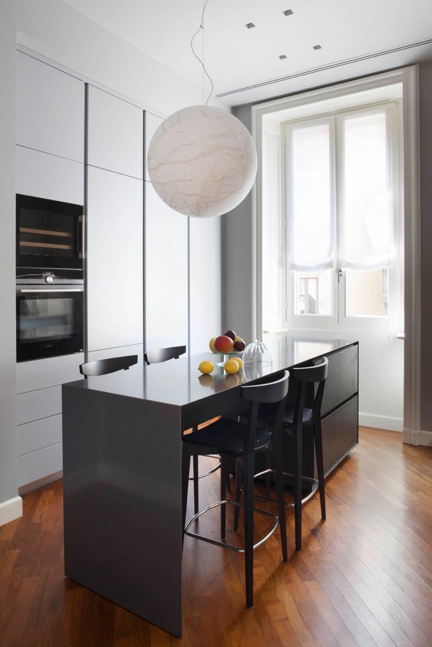 Appartamento di contrasti a Milano (Zona Conciliazione)