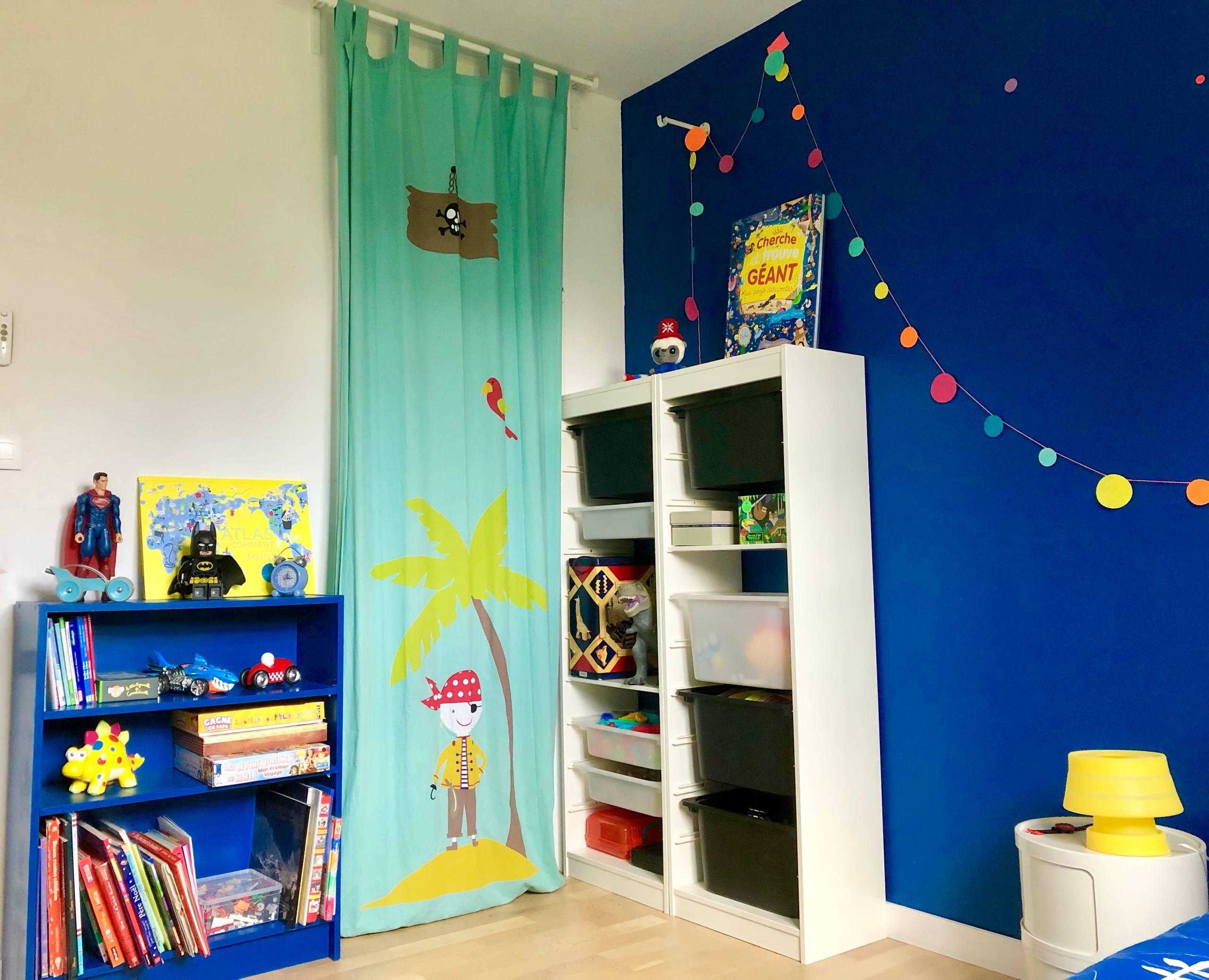 Chambre bleue pour un petit garçon