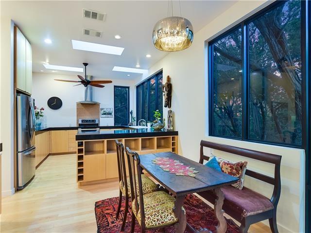 Kitchen - modern kitchen idea in Austin