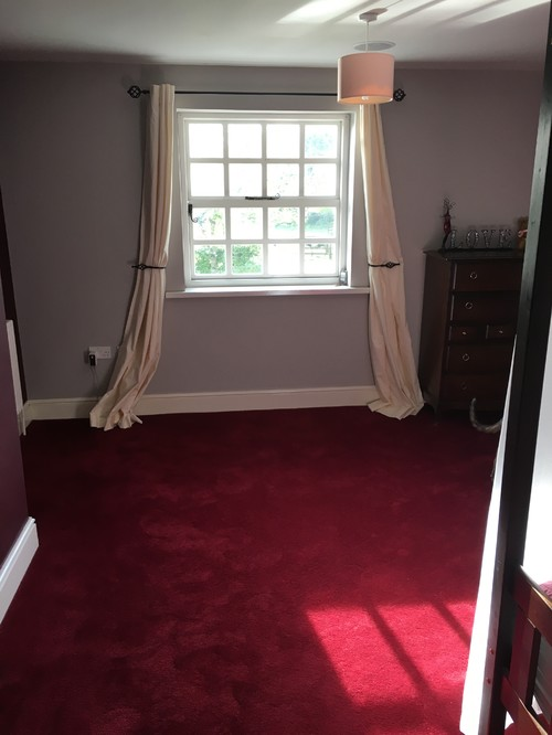 Burgundy carpet bedroom ideas for Bedroom ideas red carpet