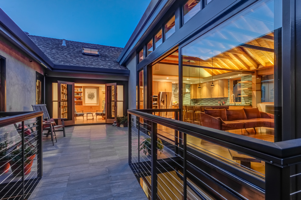 Example of an arts and crafts home design design in San Francisco