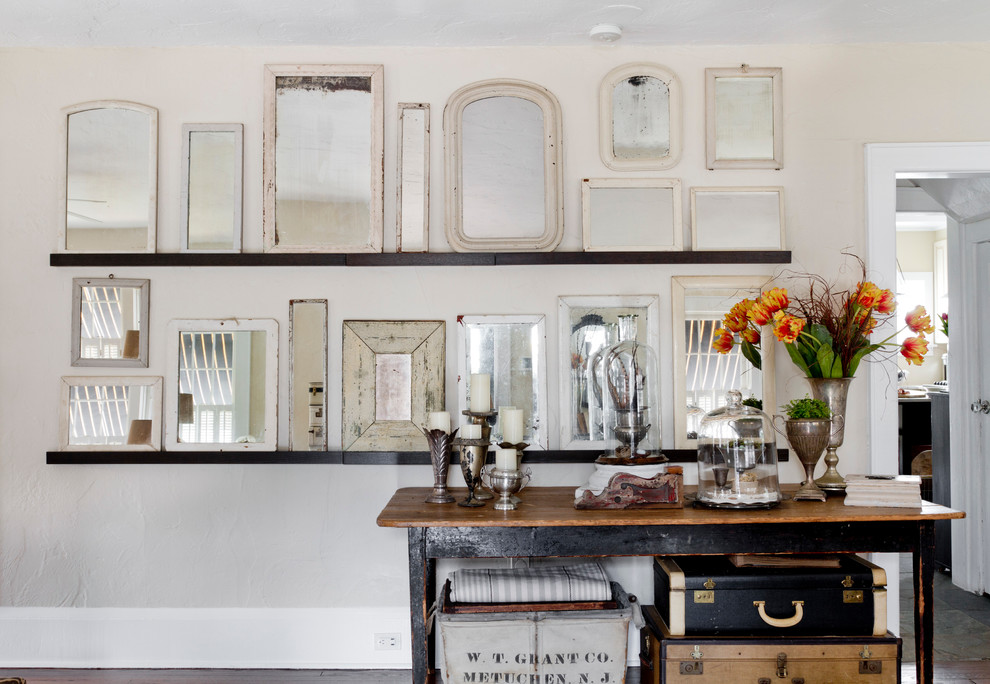 Cottage chic home design photo in New York