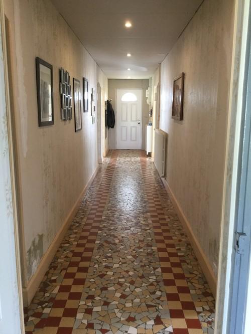 R nover un couloir des ann es 1950 for Renover un carrelage