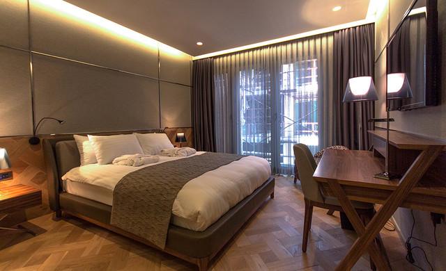 Basket weave wood pattern in a boutique hotel bedroom for Boutique bedroom designs