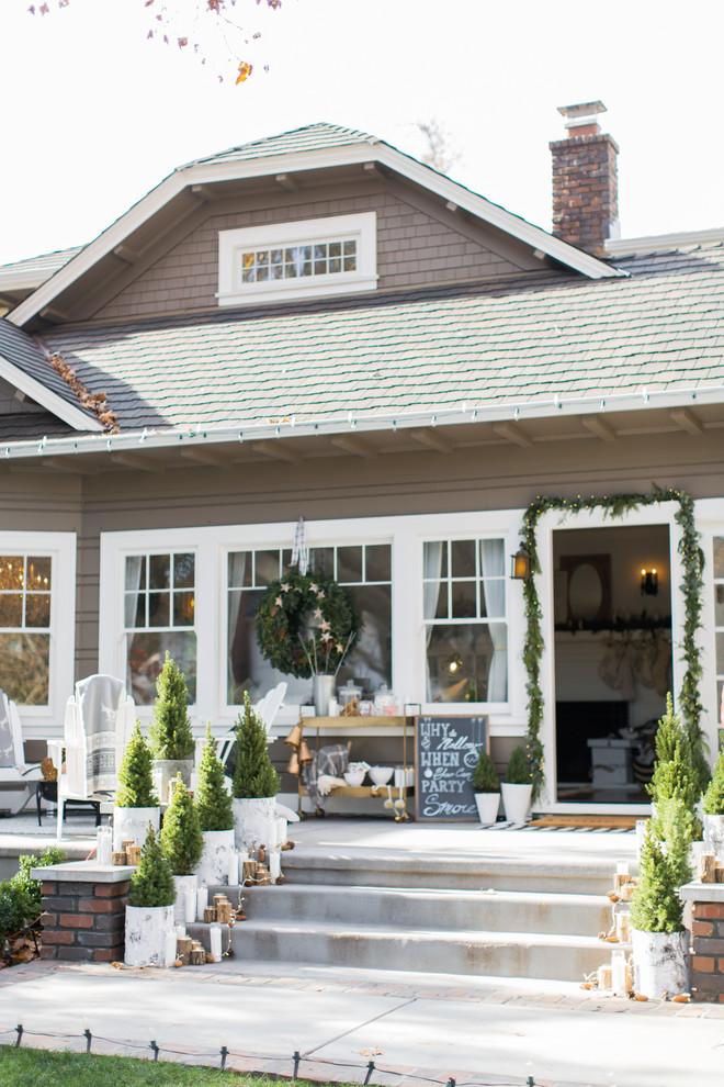 Eclectic home design photo in Sacramento