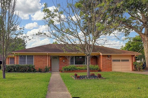 Brick ranch needs curb appeal exterior makeover for Ranch house curb appeal