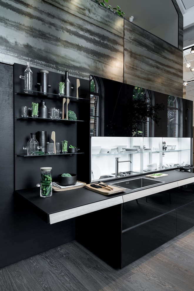 Kitchen - contemporary kitchen idea in Moscow