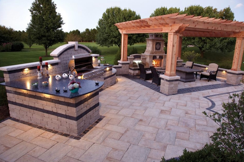 Outdoor Kitchen with fire place area