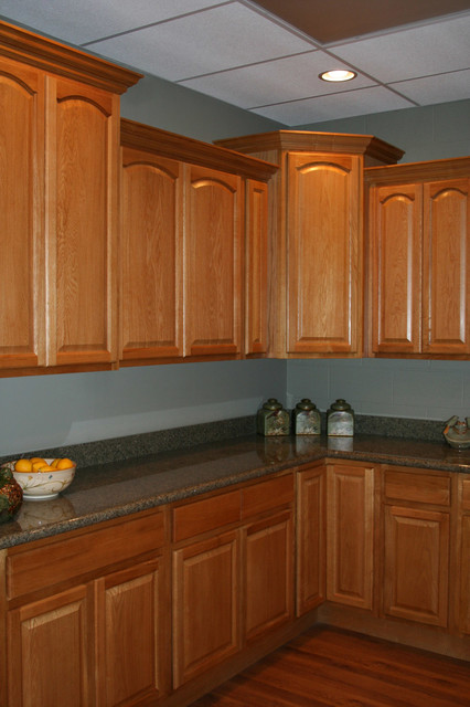 Legacy oak kitchen cabinets home design traditional columbus by lily ann cabinets Kitchen design with light oak cabinets