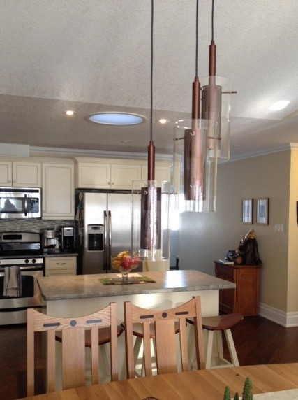 Pendants Lights In Diningroom And Over Island