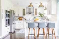 Kitchen of the Week: White, Brass and Blue in a G-Shaped Layout