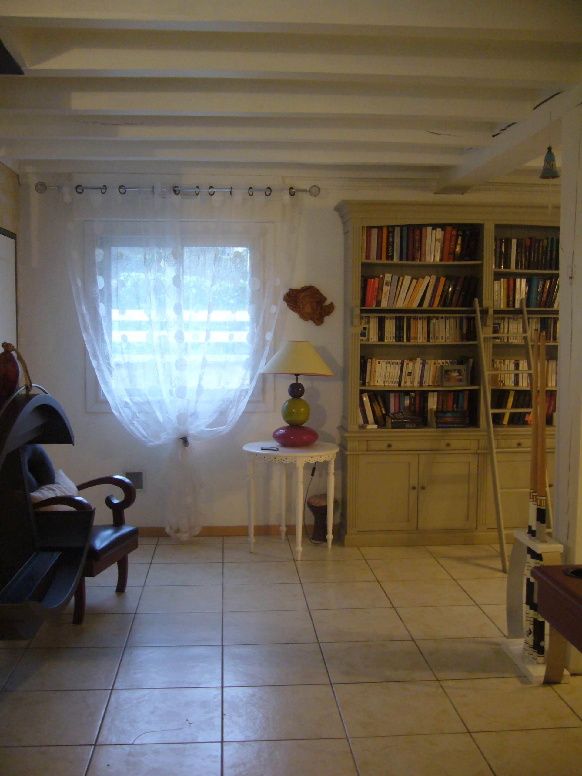 Salle de loisirs dans une maison à Sadirac (33)