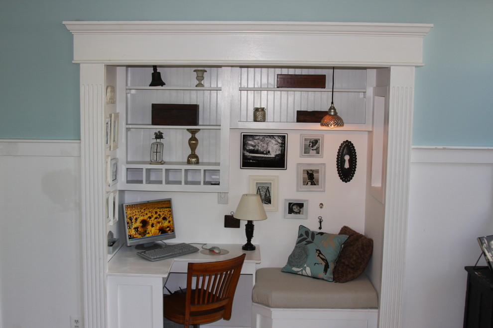 Example of an eclectic home design design in Baltimore