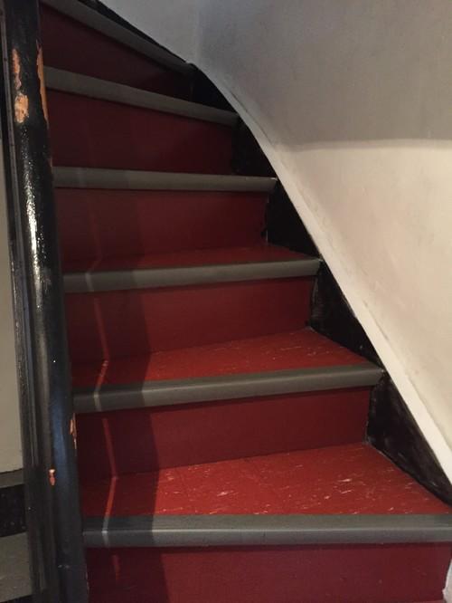 Holztreppe Verschönern wie gestalte ich eine holztreppe mit mosaiksteine