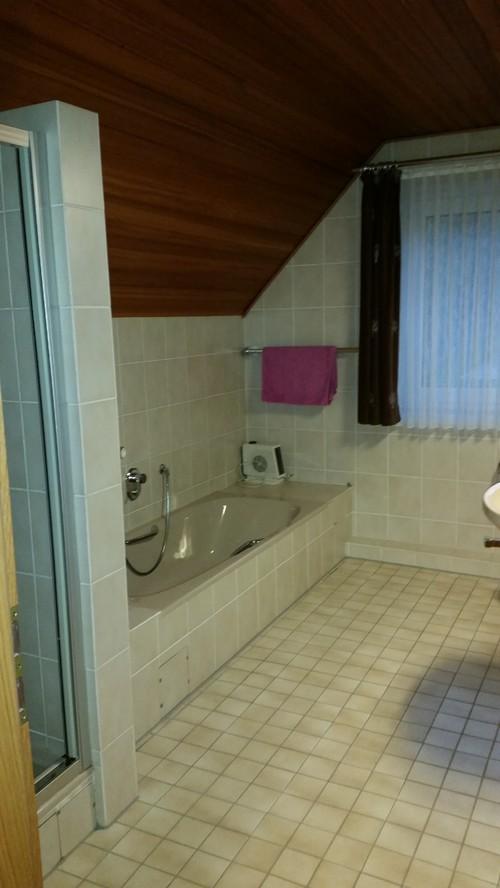 Badezimmer mit Dachschräge, Anregungen?