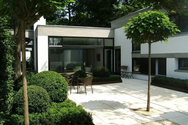 Bauhaus Stil innenhof im bauhausstil
