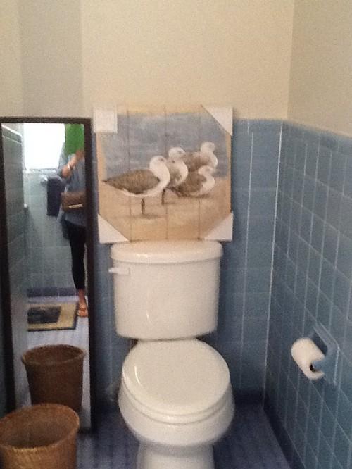 hate my 's retro blue tiled bathroom, Home decor