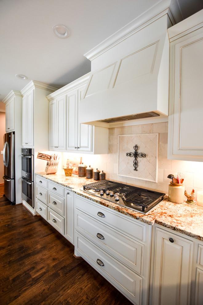 Home design - southwestern home design idea in Dallas