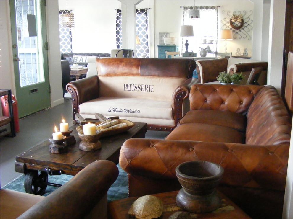 Showroom Ünik Warehouse Vintage San, Vintage Furniture San Antonio