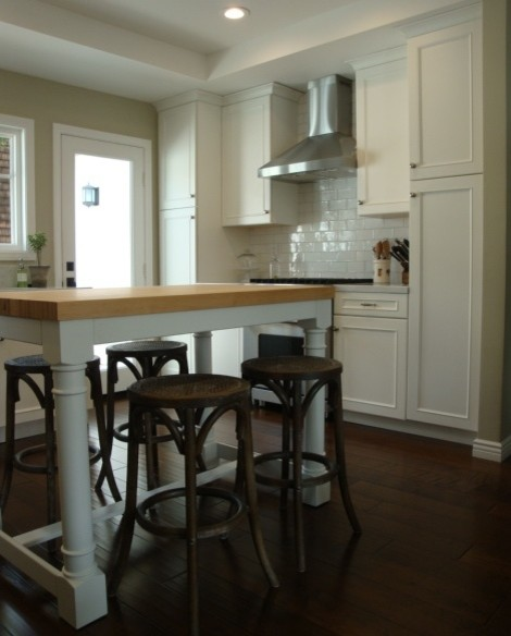 Transitional White Shaker Kitchen at the Beach in Corona Del Mar